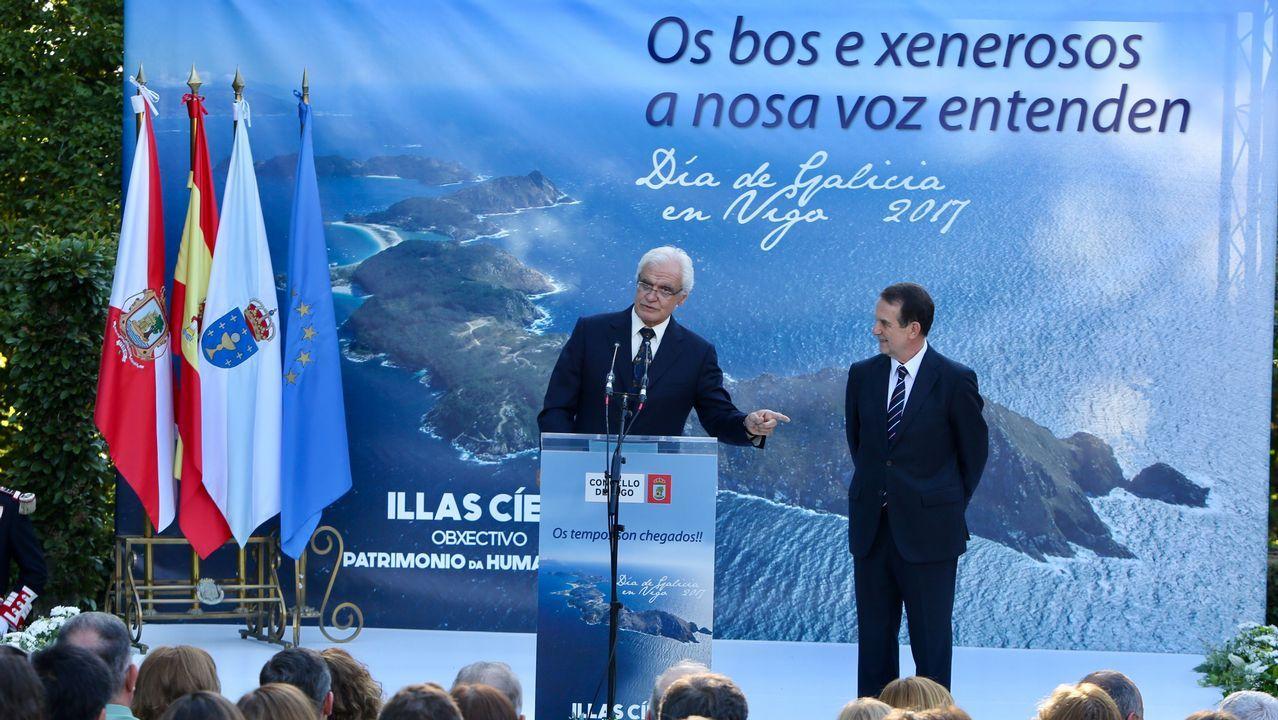 alcalde preside los actos del día de Galicia en Vigo.El presidente de la Xunta, Alberto Núñez Feijóo, al comienzo de la misa de la Ofrenda Nacional en la catedral de Santiago de Compostela