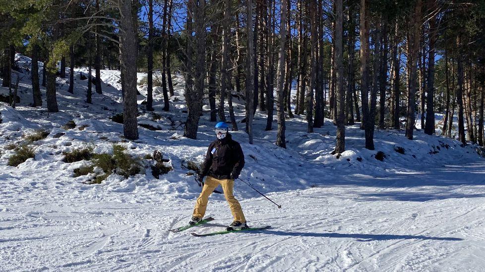 Cabeza de Manzaneda recibe a los primeros esquiadores.La estación de Cabeza de Manzaneda abre la temporada de esquí