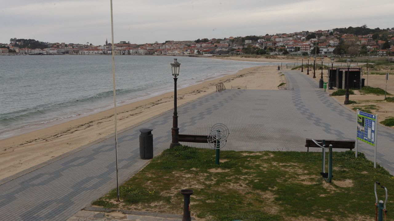 Galicia se echa a la playa.Nigrán en Semana Santa durante la alarma sanitaria por el coronavirus