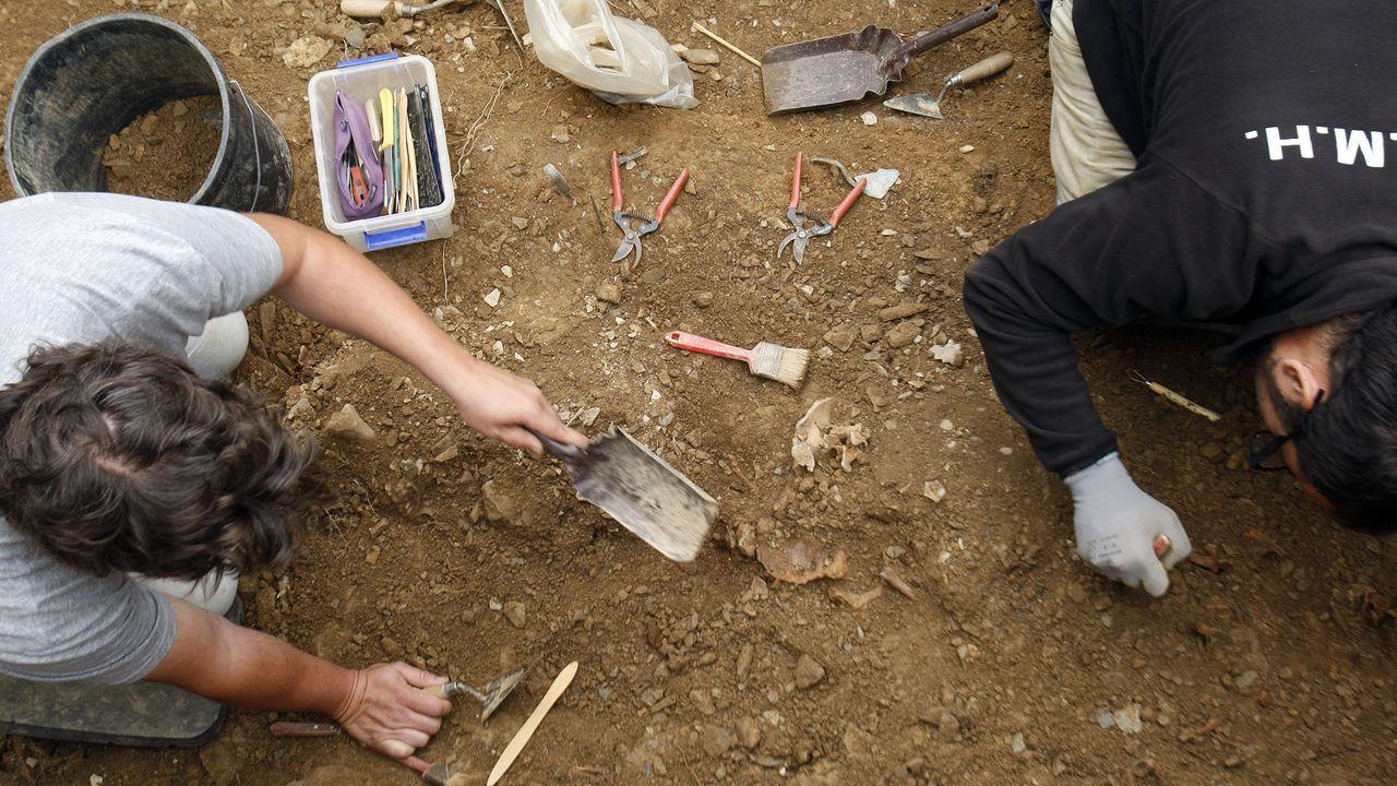 Exhumación de los cadáveres de dos víctimas del franquismo en el concello de A Pobra do Brollón