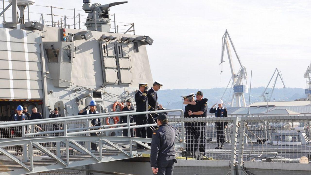 Despedida de la F-102 en el Asenal Militar de Ferrol.Uno de los ejercicios de la F-103 con un buque de la Marina francesa