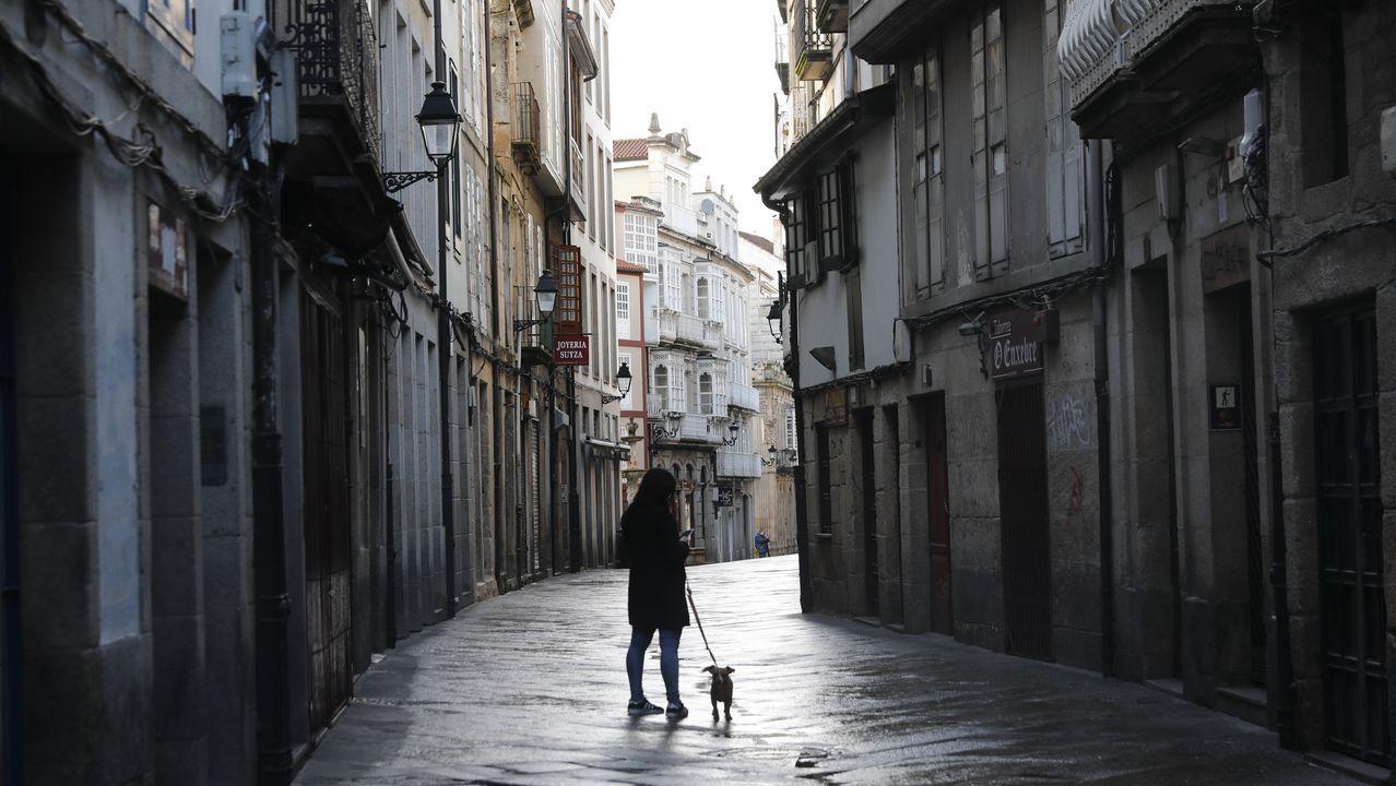 Arranca elestudio epidemiológico en Galicia.El casco viejo, vacío y sin terrazas por el confinamiento