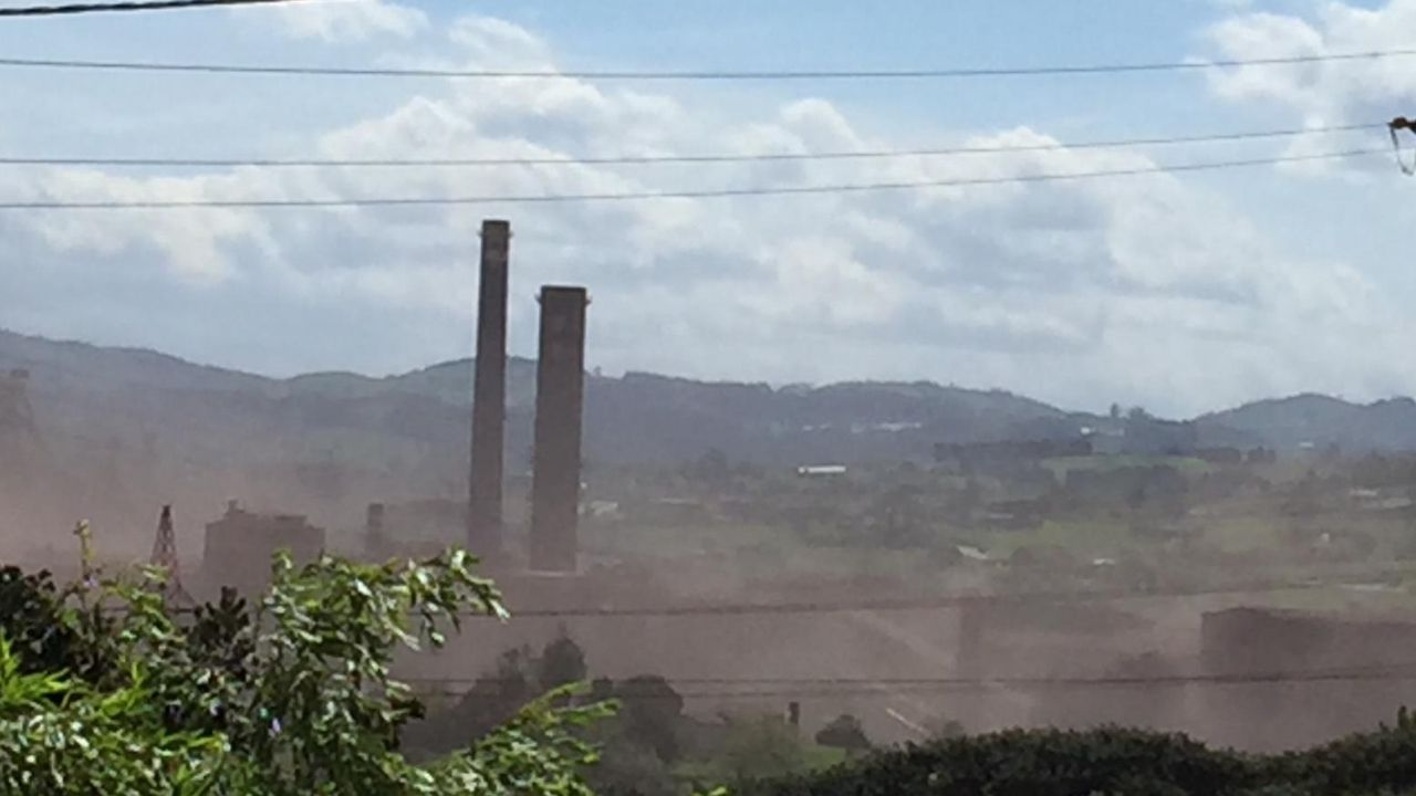 Contaminación en Gijón.Imagen de la contaminación de polvo tomada hoy, miércoles, por los vecinos de la zona.