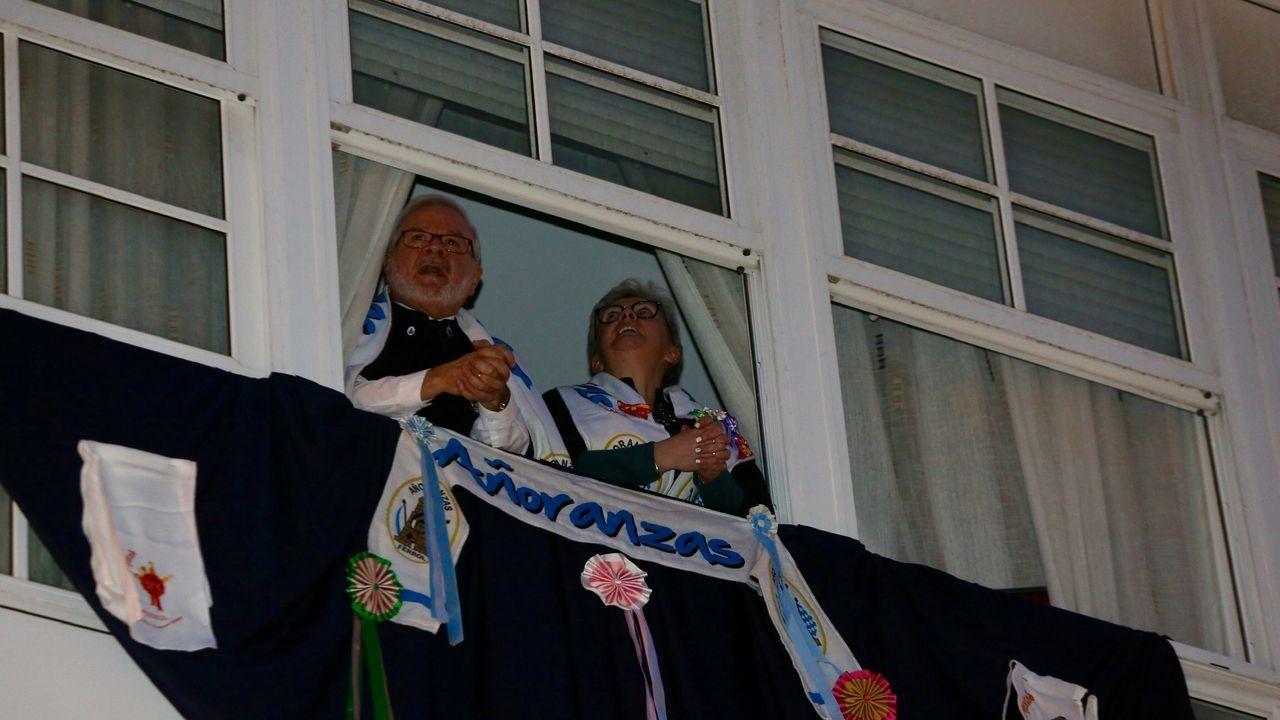 Ferrol cantó a las Pepitas.Trabajadores del servicio de Neumología del Chop celebran la primera alta hospitalaria de un paciente de 45 años con COVID-19