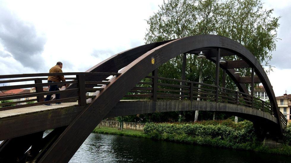 Un paseo en globo para combatir el calor.La sustitución de la pasarela por un puente apto para el tráfico precisará de una modificación del plan