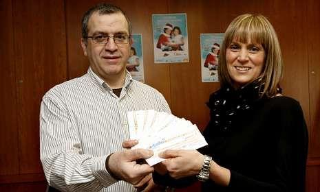 Jaime Viqueira le entregó a María del Mar Cancela varios cheques por valor de mil euros.