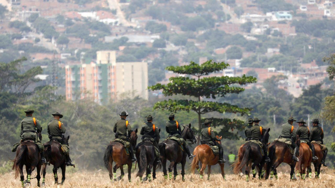 Policías montados colombianos, durante el concierto celebrado en el puente fronterizo de Tienditas, en Cúcuta (Colombia)