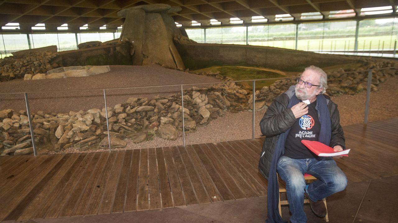 Echaron a andar las jornadas Parque do Megalitismo ¡Las imágenes!.Claudia Rodríguez, Iria Regueiro y Ana Rodríguez, en el pazo de Arenaza