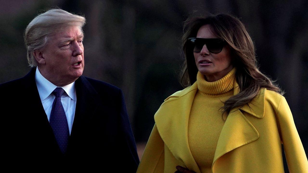Melania Trump rechaza, una vez más, la mano de su marido.Donald y Melania Trump