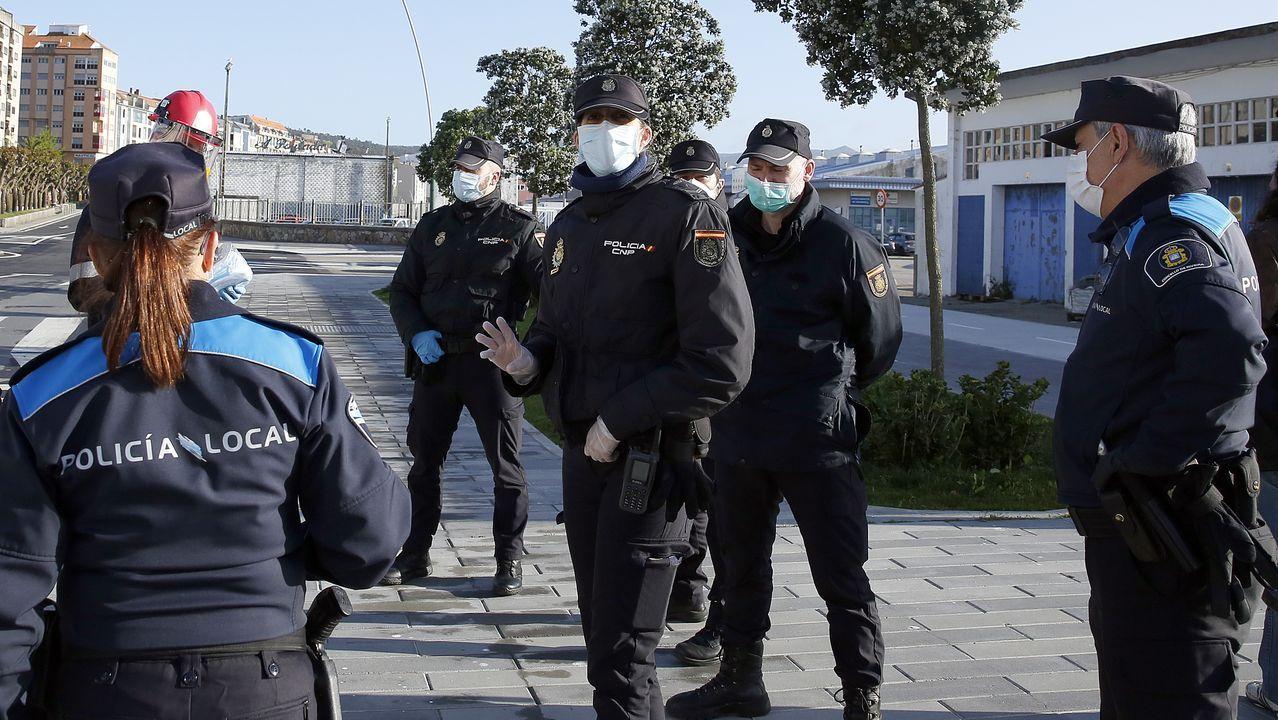 Los agentes de las policías nacional y local de Ribeira redoblarán los turnos de vigilancia en las zonas de terrazas