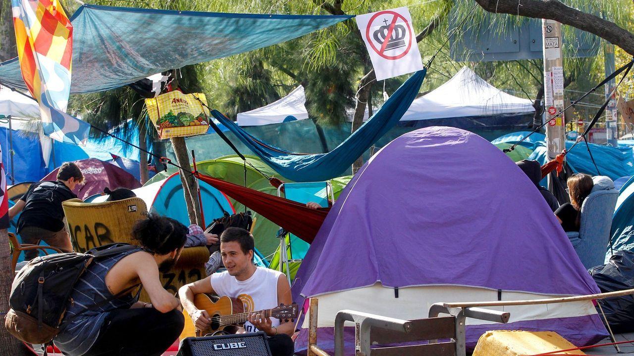 Los estudiantes llevaban 22 días acampados en la plaza de la Universidad para prostestar por la sentencia del desafío secesionista