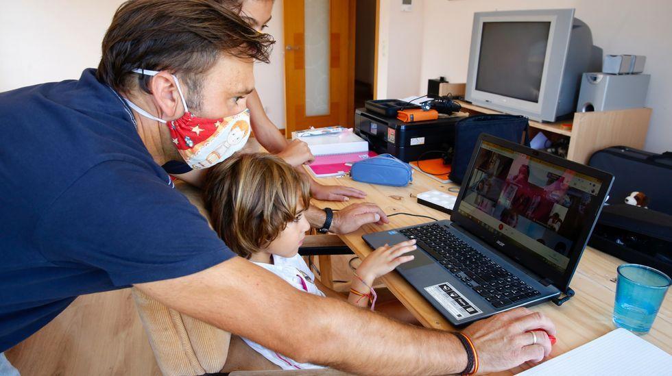 Borja, alumno del colegio Calasancio de Pontevedra, ha vuelto a las clases telemáticas