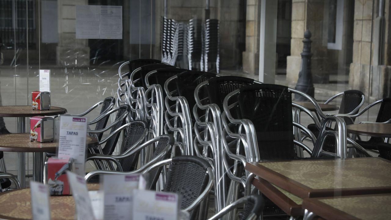 Terraza vacia en A Coruña durante la pandemia del coronavirus.