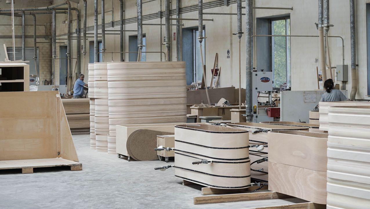 Sociedad Textil Lonia adapta su línea de fabricación de sastrería para crear material sanitario en colaboración con el Sergas.Las obras de la estación intermodal de Ourense, paralizadas