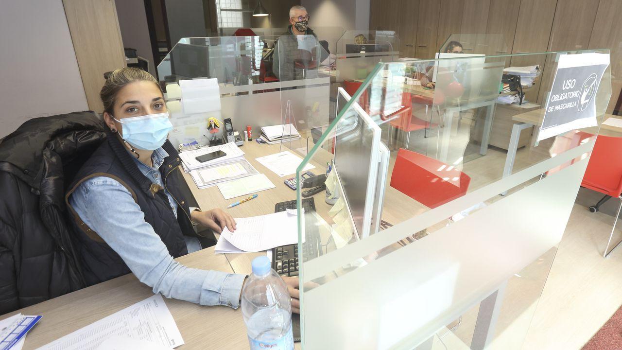 La gestoría Luis Fernández ha establecido dos turnos para reducir los contactos del personal.