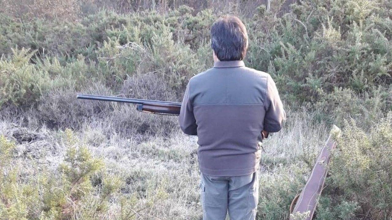 Imagen de un cazador durante una batida