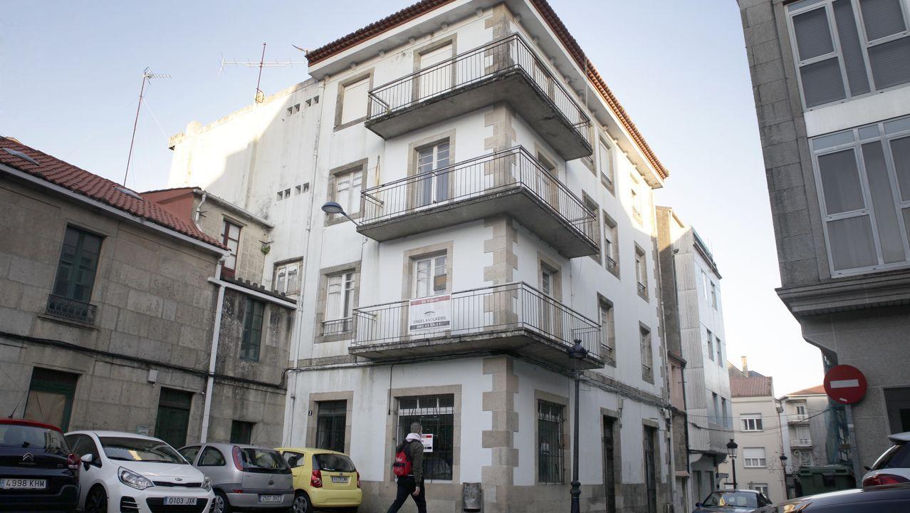 De 1900. El edificio que albergó las oficinas de Correos y Telégrafos de A Pobra se vende entero