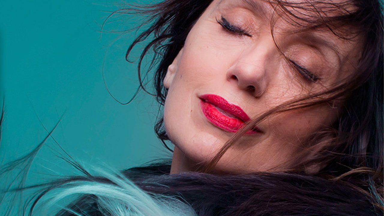 Luz Casal en la portada de su nuevo disco, 'Que corra el aire'