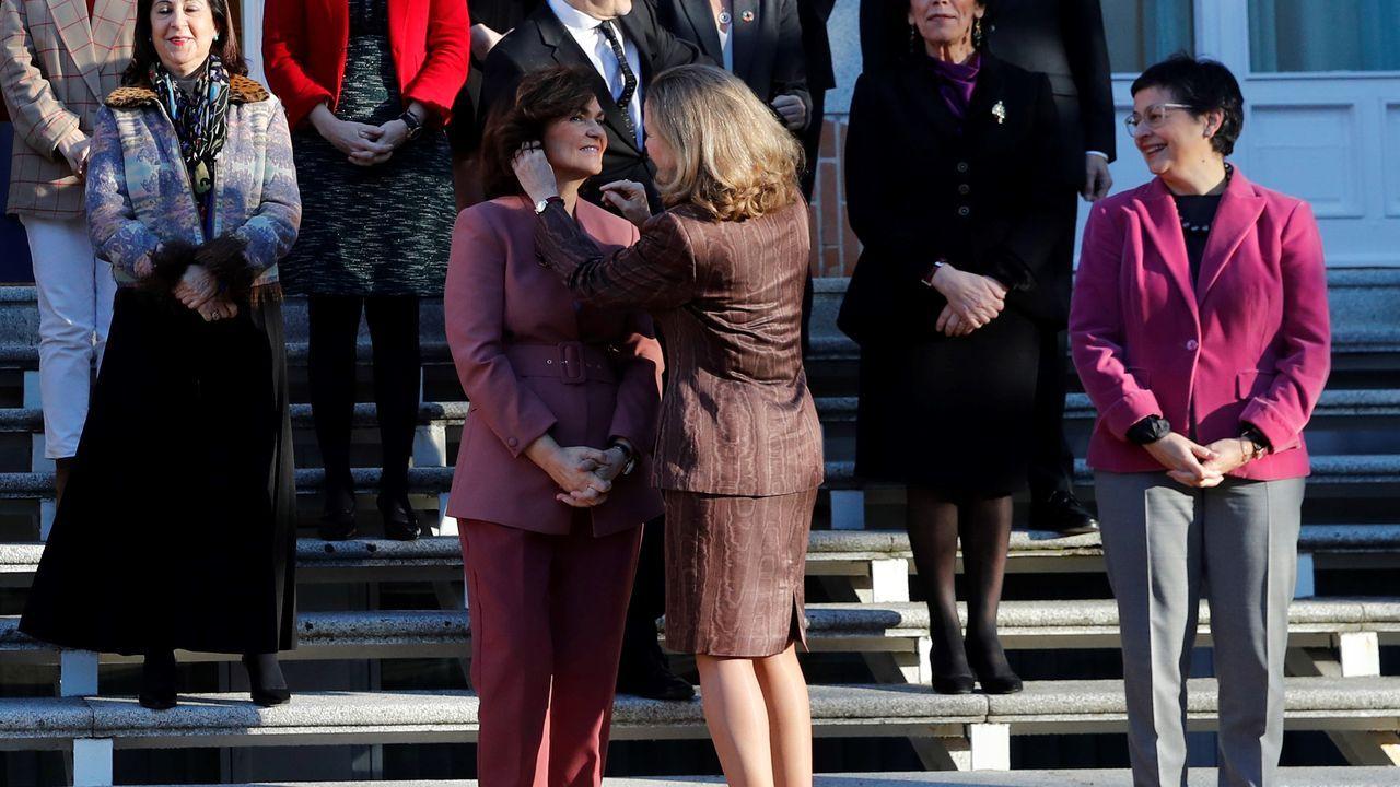 En la imagen, dos vicepresidentas: Nadia Calviño y Carme Calvo, momentos antes de hacerse la foto de familia