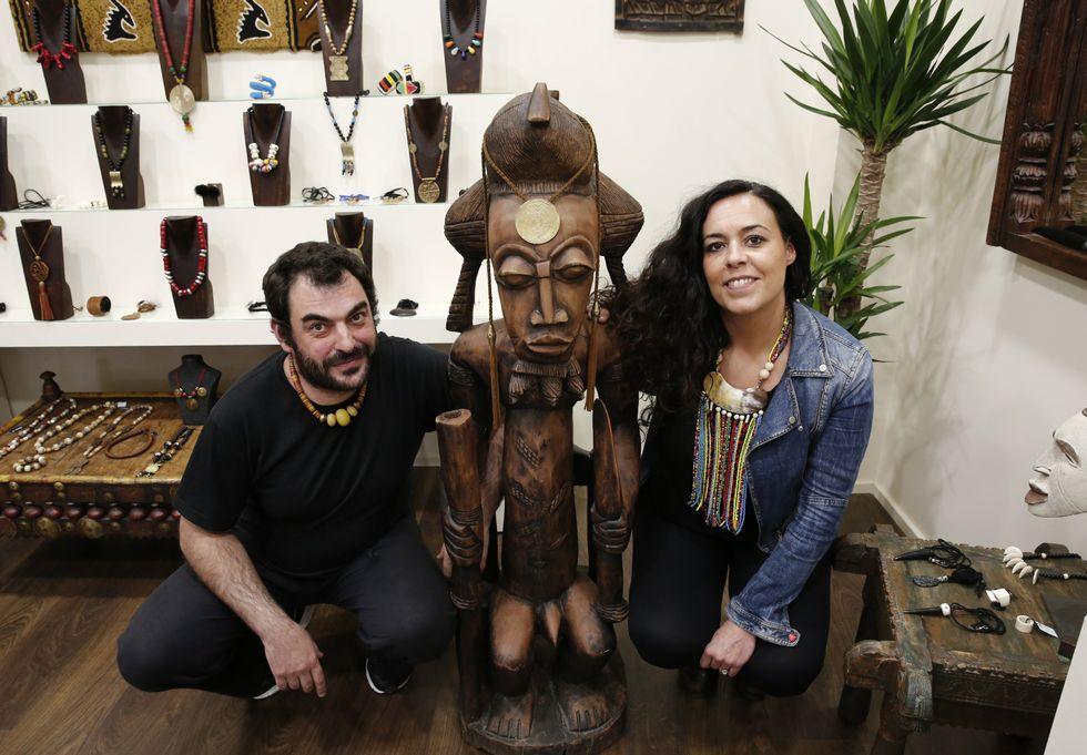 Raquel y Javier decidieron incorporar una tienda al taller con el que comenzaron su proyecto.