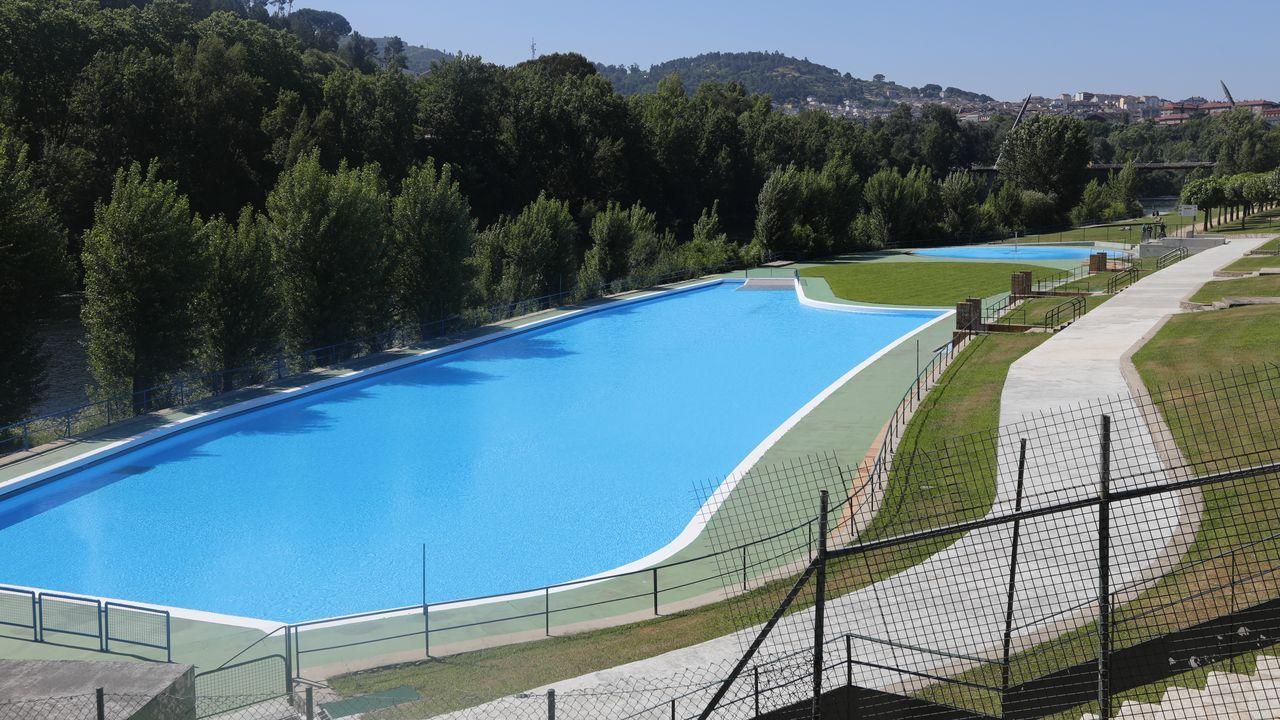 Los vasos de las piscinas de Oira ya están preparados para recibir a los bañistas