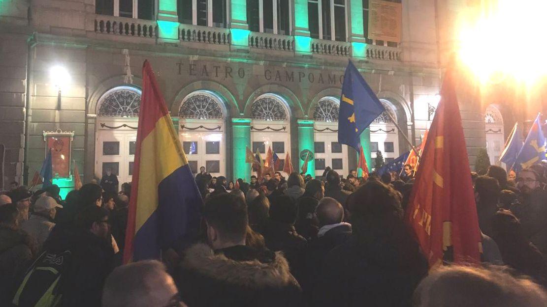 Maifestación a favor de Maduro en Oviedo.Nicolás Maduro, durante la conmemoración del 27.º aniversario del fallido golpe de Estado de Chávez