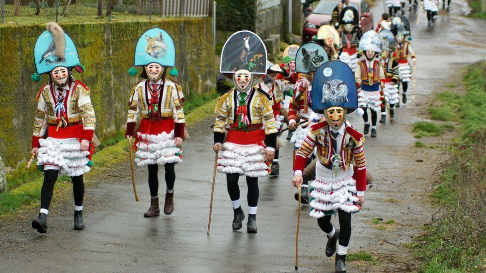 Maceda vive su primer entroido de interés turístico.La celebración de la romería de San Benito, en A Uceira (Sandiás), volvió a dejar estampas de devoción.
