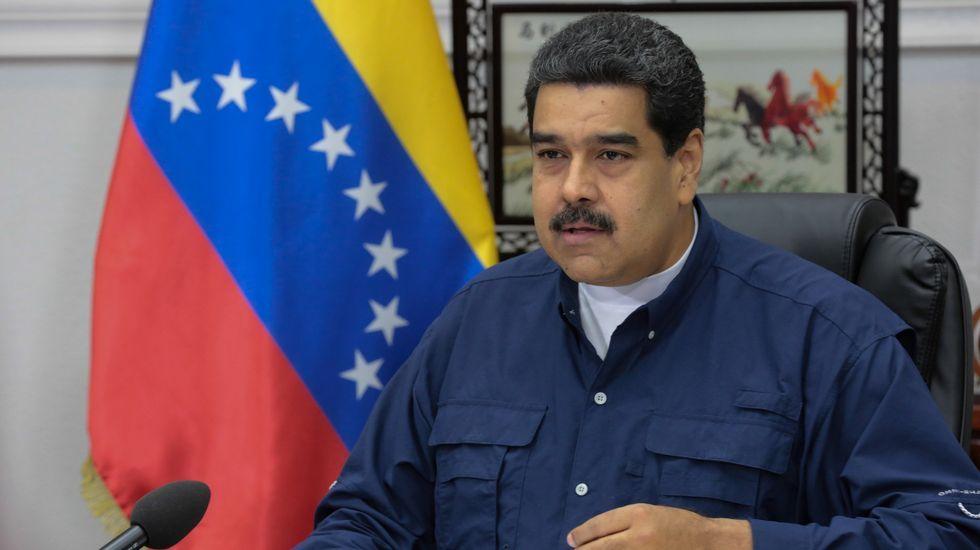 Leopoldo López saluda a sus simpatizantes desde la valla de su casa.Diosdado Cabello y Nicolás Maduro, durante el acto de cierre de campaña para la elección de la Asamblea Constituyente