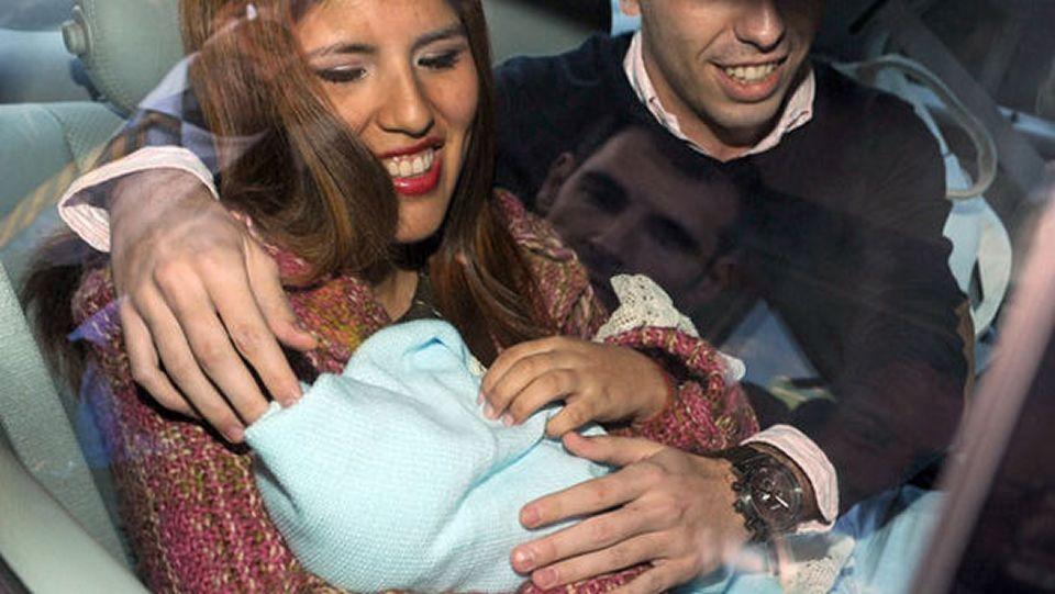 Chabelita trasladó a su hijo sin sillita