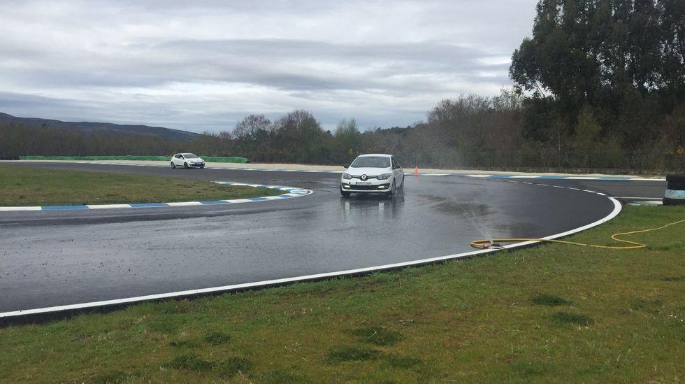 Renault Mégane Sport Tourer E-Tech.Imagen de un curso de conducción segura