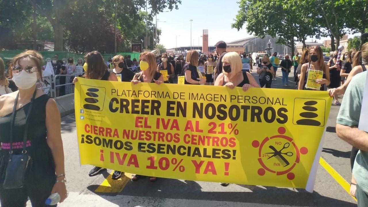Casalonga lleva su queja a Santiago.Una patrulla de la Policía Local, patrulla junto a la Nacional en Santiago para vigilar el cumplimiento de la normativa covid