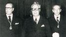 Detalle do día do ingreso de Fernández del Riego na Real Academia Galega en 1960, acompañado por García-Sabell e Parga Pondal