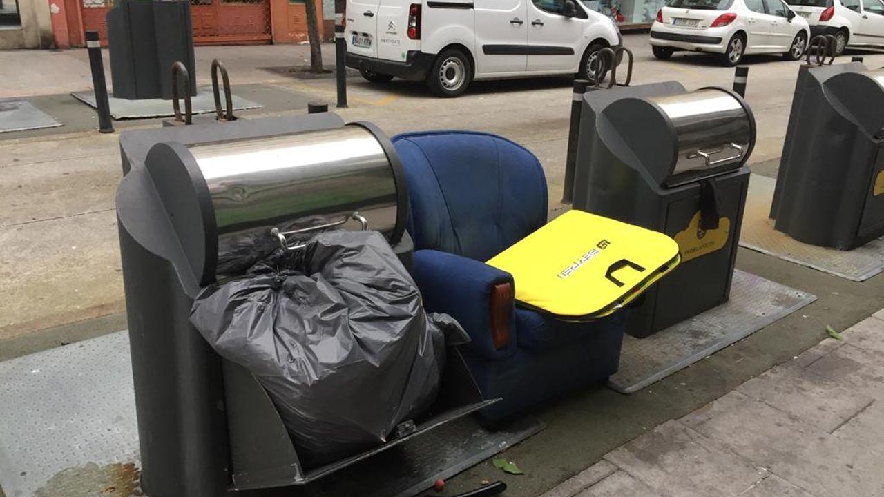 Segundo día (miércoles) con la basura de las calles sin recoger