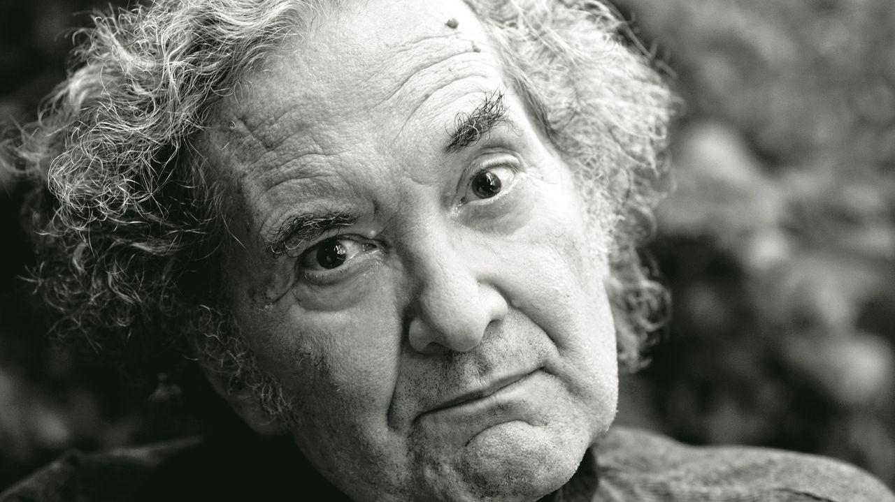 Piglia dejó preparada la edición de «Cuentos completos» poco antes de morir. En la imagen, el escritor, retratado en mayo del 2015 en su casa de Buenos Aires