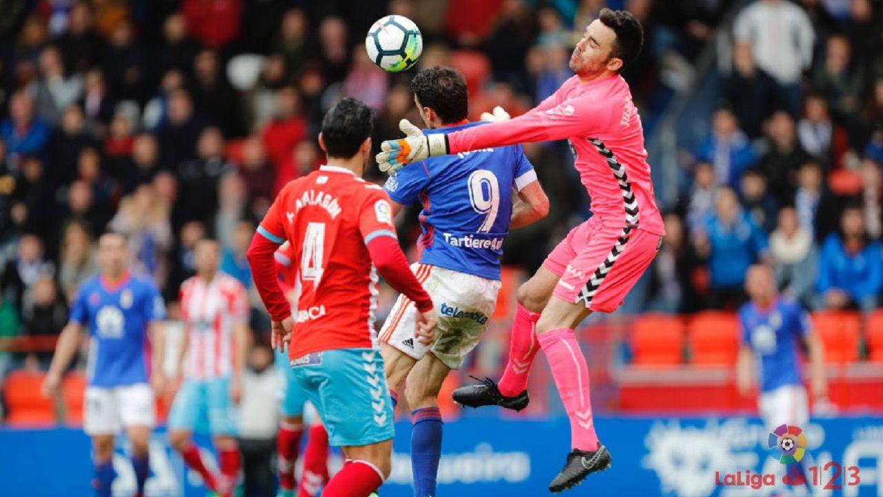 Cotugno Forlin Saul Berjon Requexon Real Oviedo.Toché cabecea antes de que Diegui marque el 0-1 en Lugo