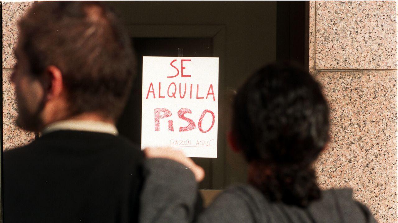 De izquierda a derecha: Veronica López, organizadora; Gemma Rodriguez, concejala de Cultura; Rosendo Fernandez, vicepresidente de la Diputacion; José Antonio Feijoo, alcalde de Baltar; y Alejandro Rodríguez, organizador de la fiesta; en la presentación de la Festa Popular de Baltar