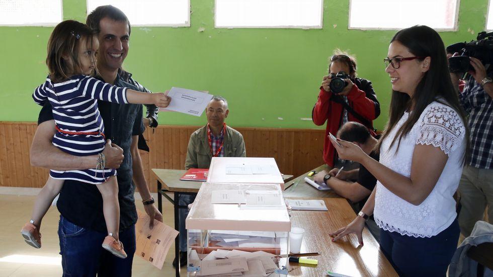 David Bruzos candidato de En Marea por Ourense, votando