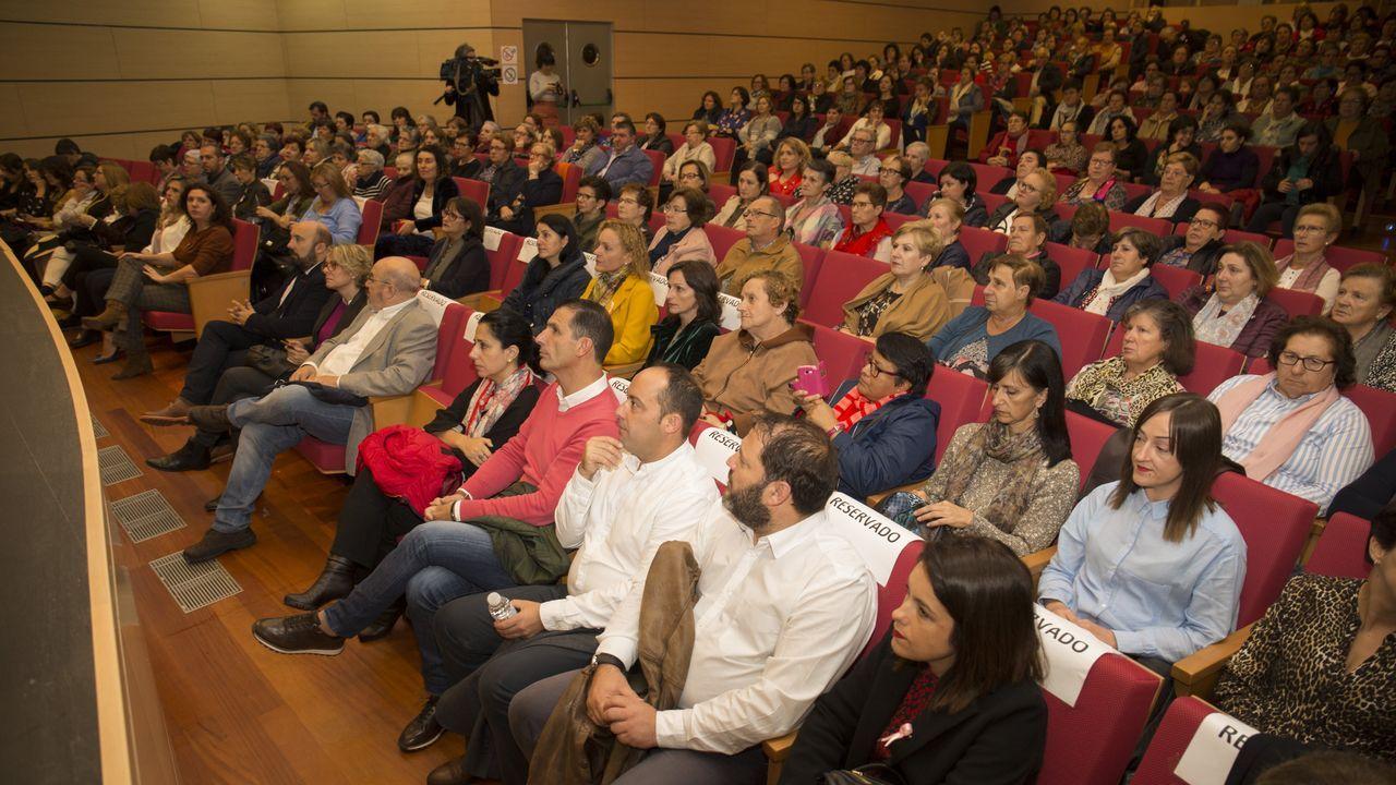 Medio millar de voces femeninas por un rural en igualdad.Más grupos participan en el concurso escolar de teatro leído del FIOT. Esta semana, en Radio Voz, se emitió la obra «Aventuras e desventuras dunha espiña de toxo chamada Berenguela», del grupo As Teloneiras, del CPR Artai.