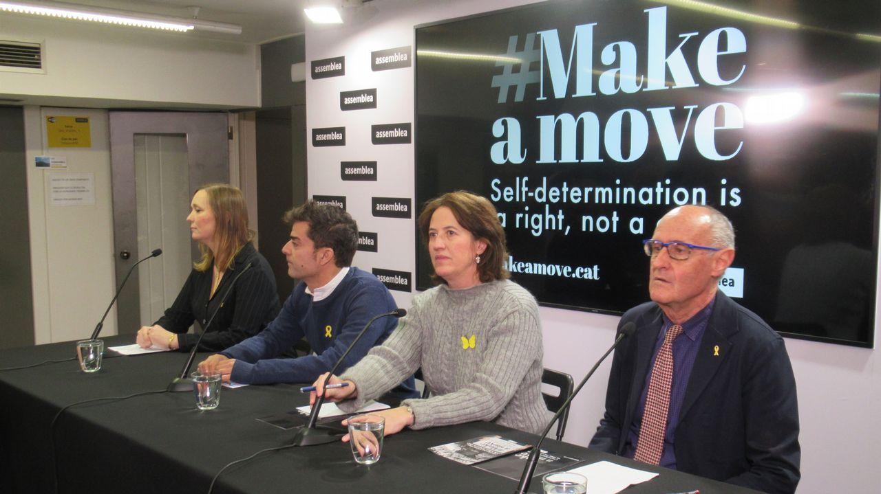 La oposición cuestiona los resultados del CIS.Andrea Viñamata, Mario Muñoz, Elisenda Paluzie y Pep Cruanyes (ANC), hoy en rueda de prensa