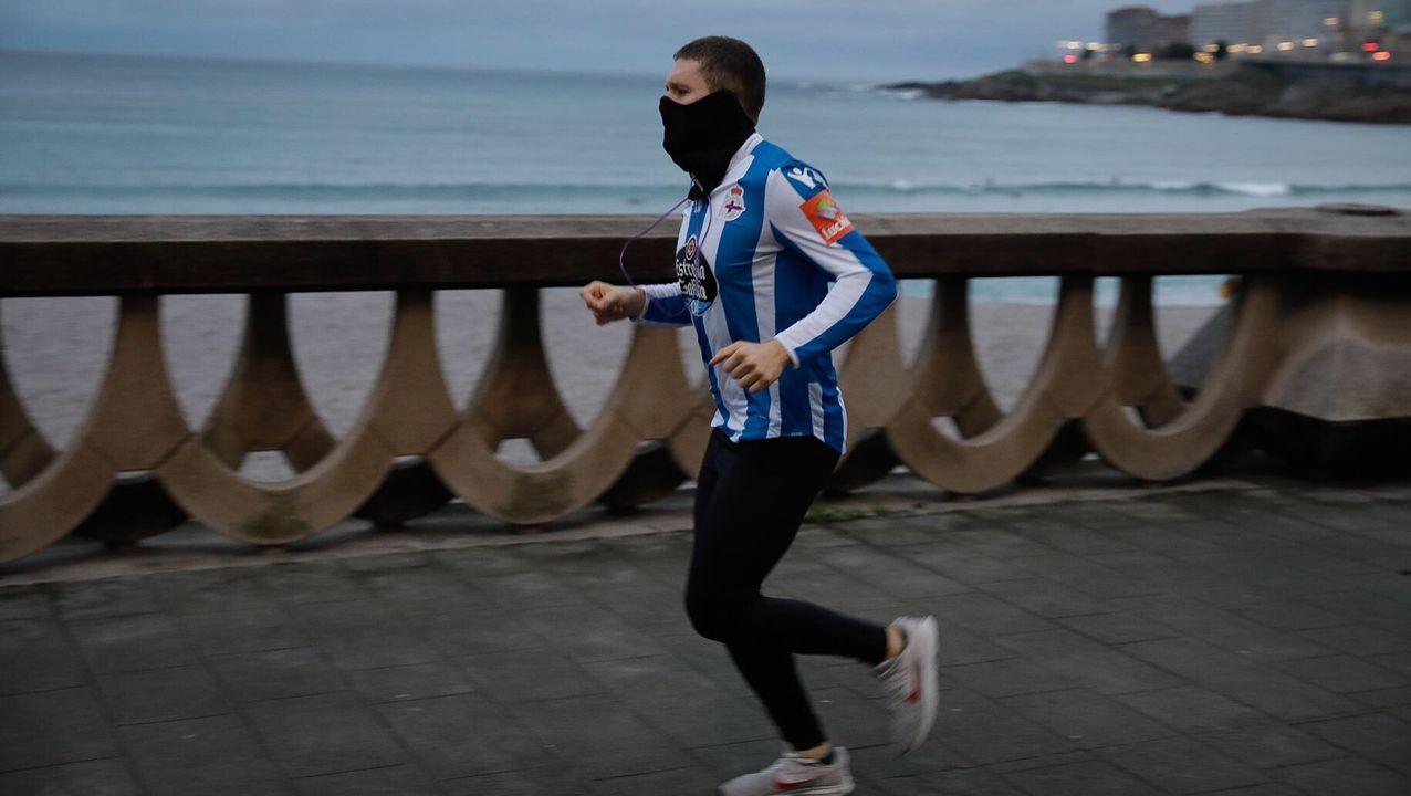 Deportistas esta mañana en A Coruña
