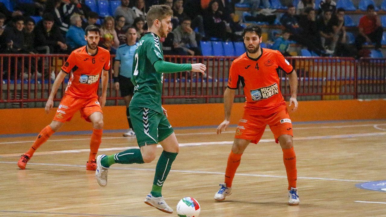 Gol Carol Gonzalez Real Oviedo Femenino Sporting Mareo.Íñigo López. segundo por la izquierda, en el entrenamiento del Dépor