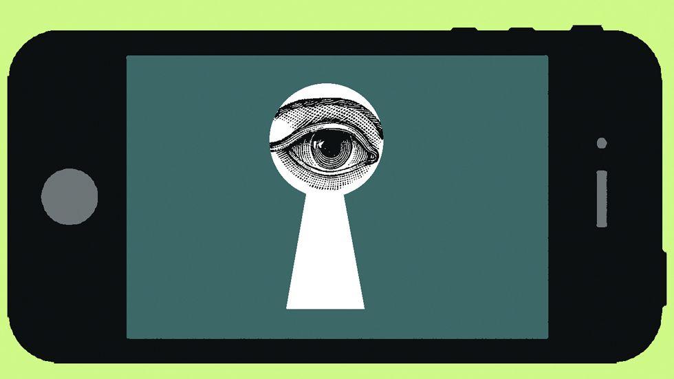 Ojo con la segunda mano. Es preciso desconfiar de las gangas de segunda mano en móviles y tabletas, tal y como detalla la web Protegeles.com. Ya hay casos de pedófilos que se los venden a jóvenes, con troyano incorporado, para poder controlar sus dispositivos.
