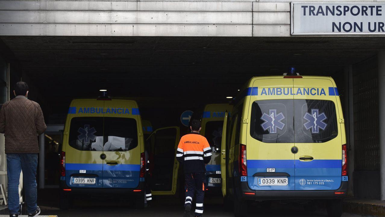 Policía Local, Policía Nacional y Protección Civil de Vigo dan ánimos a los trabajadores de Povisa..Trabajadores de Povisa, el domingo a las 20.00 horas