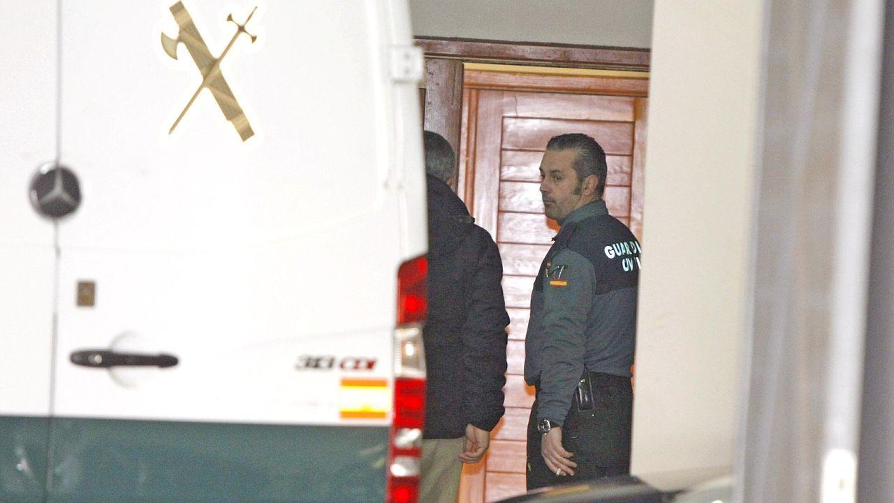 Uno de los catorce detenidos, Ángel de Cabo, entrando en los juzgados de Santiago por su presunta implicación en la operación Caballo de Troya