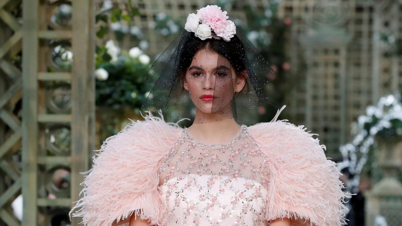 Los últimos diseños de Lagerfeld en el primer desfile de Chanel sin su director artístico.«Bailarinas de rosa, intermedio en los bastidores» (1884), de Edgar Degas. Gliptoteca Ny Carlsberg (Copenhague)