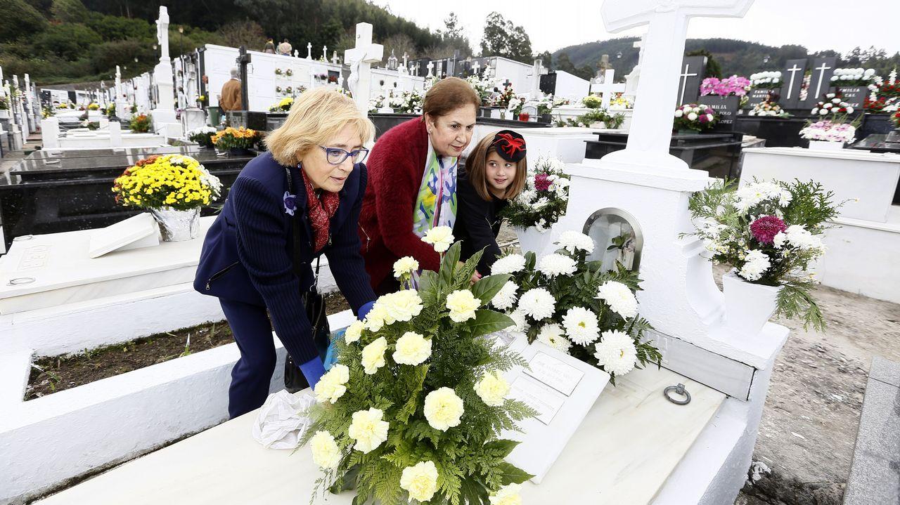 Los cementerios se llenan de recuerdos.Un aula vacía