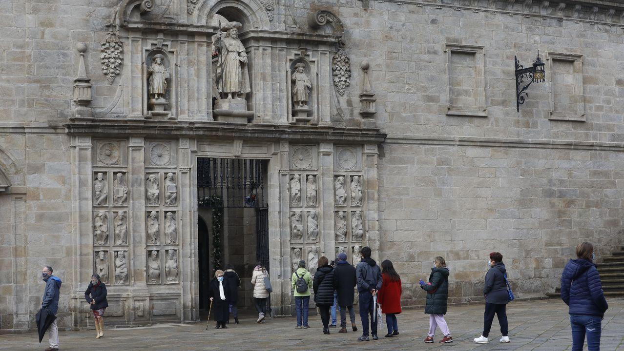 Aunque en los primeros días se vieron colas en la puerta santa, la restricciones de la pandemia hacen que este sea un momento inmejorable para que los compostelanos visiten la Catedral y obtengan el jubileo
