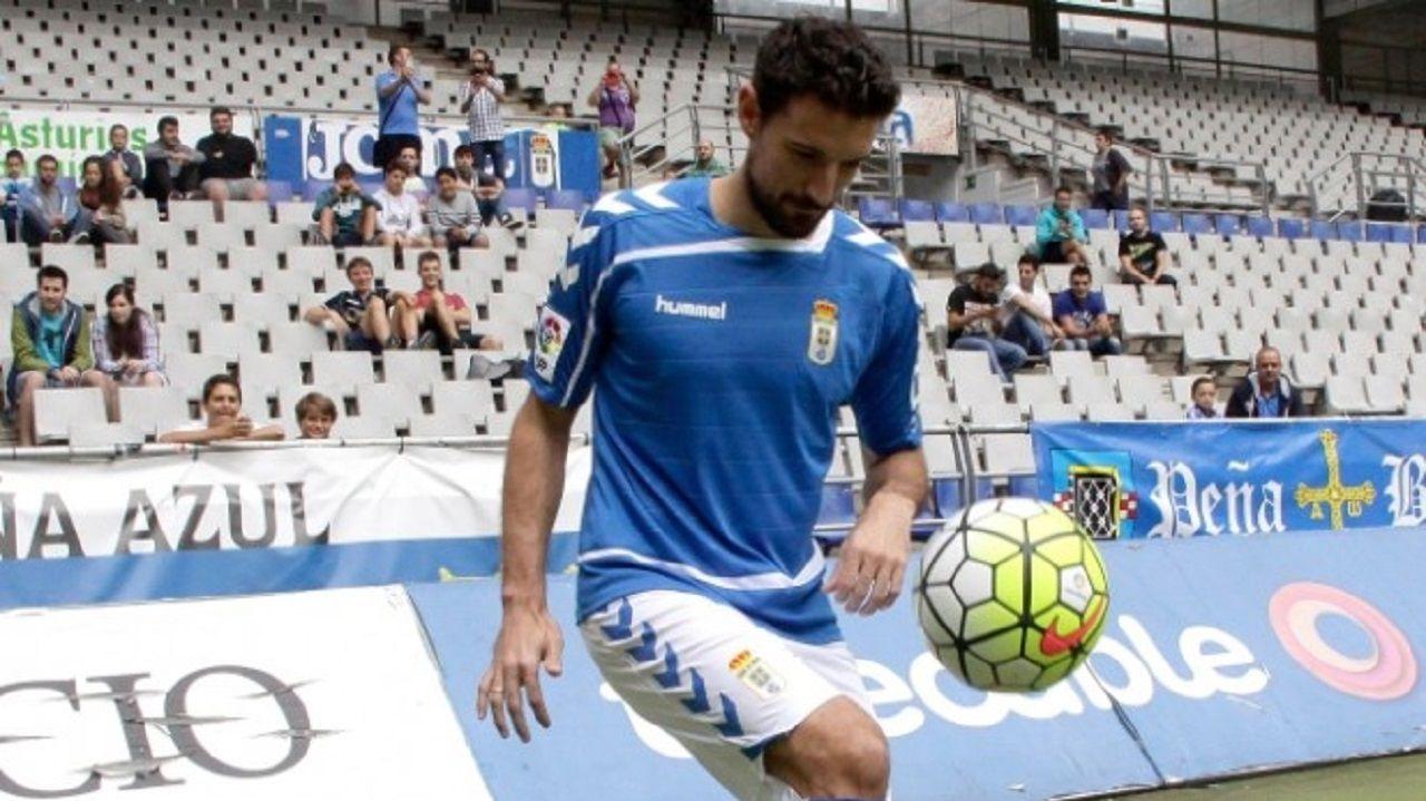 Presentacion Toche Real Oviedo Carlos Tartiere.Toche, durante su presentacion como futbolista del Real Oviedo
