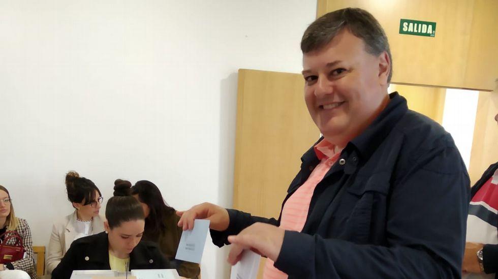 Jornada de elecciones. Vota Xoán Manuel Sande, candidato del BNG en A Laracha