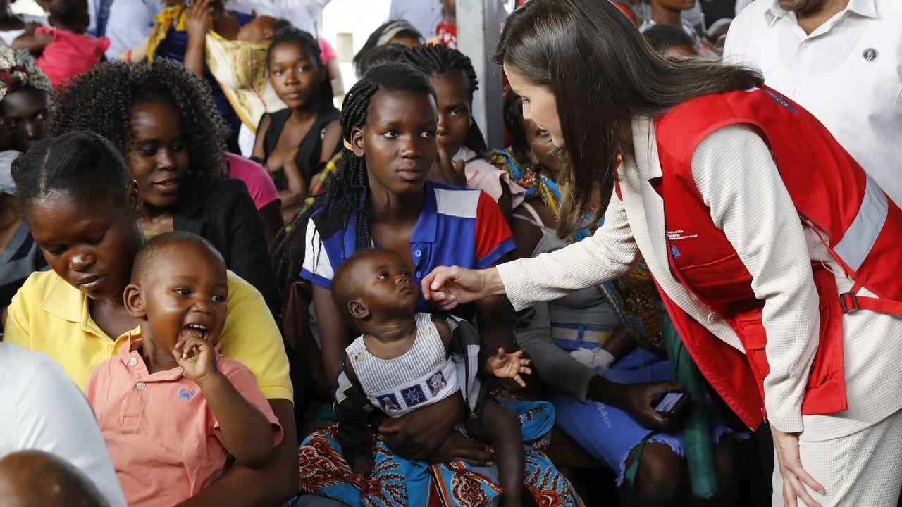 La reina Letizia en su visita al Centro de Salud de Manhica, en Maputo, en el marco del viaje oficial que realiza a alguna de las zonas de Mozambique más afectadas por el ciclón Idai